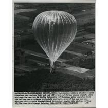 1955 Press Photo University of Michigan hot air balloon flying over Ohio