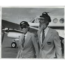 1976 Press Photo William Chester Jr., and wife, Priscilla land at Mitchell Field