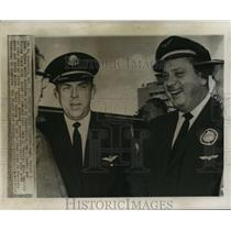 1965 Press Photo Pilots Robert Buck and Jack Martin After Historic Journey