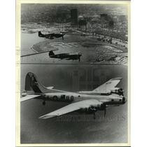 1980 Press Photo Aircraft flies past Milwaukee's shoreline , headed for the show
