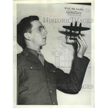 1943 Press Photo PFC Howard Short Entered in Seattle Model-Airplane Contest