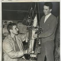1962 Press Photo David Guidichi & Kelly MacDonald balloon launching in CA