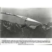 1961 Press Photo Hang glider pilots gets rarefied view of Sierra Nevada range