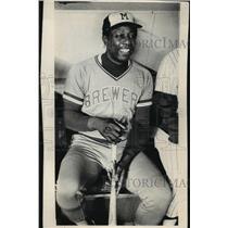 1975 Press Photo Milwaukee Brewer, Hank Aaron Sitting on Bench with Bat