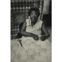 1983 Press Photo Emma Carter works on quilt for rehabilitation staff member