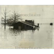 1932 Press Photo Mississippi River Flood, the river continues to rise.