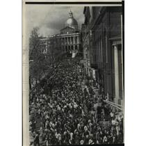 1976 Press Photo Boston Mayor Kevin White Leads March Against Violence
