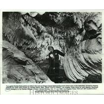 1983 Press Photo Tour Guide Charles Davis In Oregon Caves National Monument