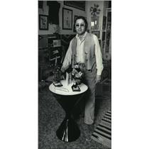 1985 Press Photo Sam Brushel Jr in his American Indian Art Shop - mja56904