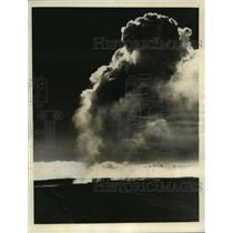 1933 Press Photo Sulfur Smoke rising from a Crater on the Island of Hawaii