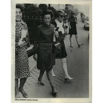 1968 Press Photo Mrs. Christian Barnard Shopping in Paris. - mja59920