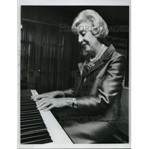 1966 Press Photo Muriel Fay Buck, Daughter of Businessman, Hubert Humphrey