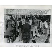 1969 Press Photo Voorhees College Students Searched Before Leaving for Jail