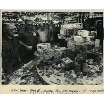 1983 Press Photo Bob Stupak's Vegas World Jackpot Display of $1 Million