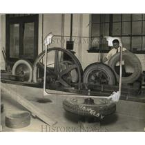 1925 Press Photo L.L. Childers Tire Testing for US Bureau of Standards