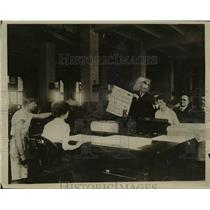1919 Press Photo Carter Glass as he is removing the First Victory Loan Bond