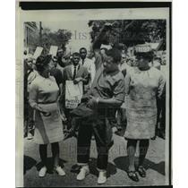 1969 Press Photo Reverend David Abernathy at march in Charleston, South Carolina
