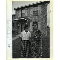 1989 Press Photo Lottery House-Cherry Bank & Daughter Cherlita win house for $1