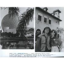 1983 Press Photo Spaceship Earth, a street acting group at Italian pavilion
