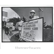 1984 Press Photo Animal Right Activists Demonstration - RRY42587