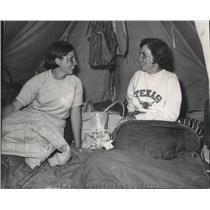 1985 Press Photo Karen Kubala, Beeville and Jobeth Tice at Girl Scout Roundup
