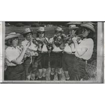 1985 Press Photo Six horn-blowers compete for buglers in Girl Scouts ceremony.