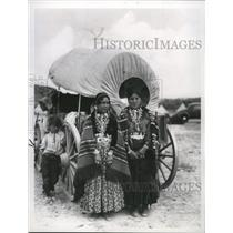 1971 Press Photo Navajo women wear traditional costumes at Inter-Tribal event