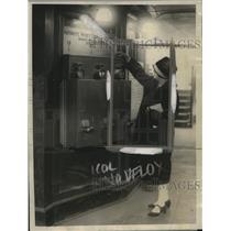 1925 Press Photo Subway Adds Automatic Money Changing Machine - neo17339