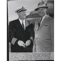 1957 Press Photo Col Arthur Goebel, retraces trail-blazing flight to Honolulu