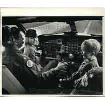 """1989 Press Photo Christmas: """"Flight To The North Pole"""" the event started in Mil."""