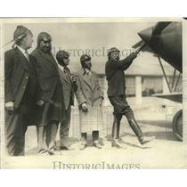 1928 Press Photo Arch. E. Merriam shown winding up the Big Swallow Biplane