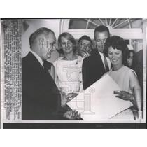 1964 Press Photo Airplane Pilot, Betty Miller receives Harmon Aviation Award
