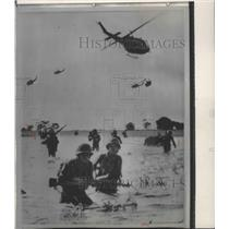 1983 Press Photo Helicopters deliver infantry into the field - spa74641