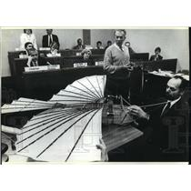 1989 Press Photo William Wargol and Andy Kosch show legislators a model plane