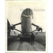 1941 Press Photo Navys New Airship from Shop Where it Was Built to Assembly Dock