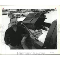1993 Press Photo Ernie Bartlett, Deaconess Lifebird helicopter mechanic-fired