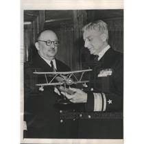 1949 Press Photo R/Adm.Roscoe Schuirmann show Navy Plane to Capt. Cezmi Denizman