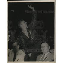 1938 Press Photo Wrong way Corrigan at a celebration of his flight - neo17152