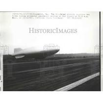 1958 Press Photo Airship Blimp attempted Emergency Landing at NAS Glynco
