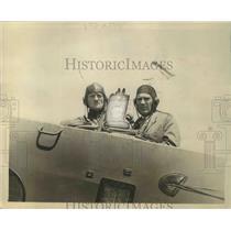 1930 Press Photo Major Spatz & Fechet Ready for the Radio Stunt - nef65891