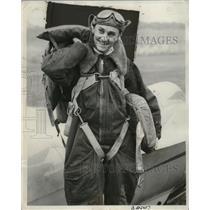 1939 Press Photo Ted Bellak attempts 54 mile glider flight over Lake Michigan