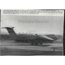 1968 Press Photo Airplane giant C5A lifts off at Marietta runway - spa73769