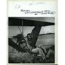 1982 Press Photo Man in Ultralight Aircraft - mja63714