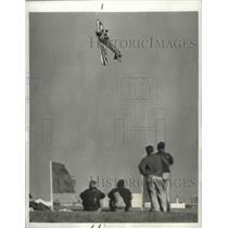 1941 Press Photo Stunt Flyier Danny Bowlie Turns Plane On its Back Near Ground