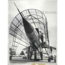 1960 Press Photo Testing the advanced electronic System of F-105D Fighter Bomber