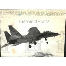 1976 Press Photo F15 fighter jet flying over the Mojave Desert - spa73790