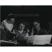 1954 Press Photo Mrs. O.R. Kinkle, Bernice Laabs, Mrs. Edward Shuda, Milwaukee