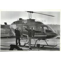 1988 Press Photo Darfus Moore rides a helicopter at Deaconess Hospital Program