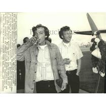 1975 Press Photo Airplane pilots-Robert & Peter Mucklestone break flight records