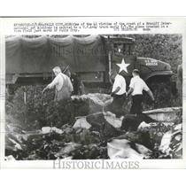1966 Press Photo One of 41 Victims of Crashed Braniff Airliner Carried to Truck